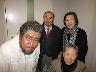 藤原歌劇団「仮面舞踏会」楽屋で 両親、伯母と