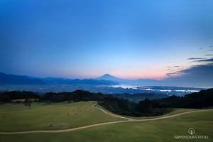 夜明けの富士と駿河湾