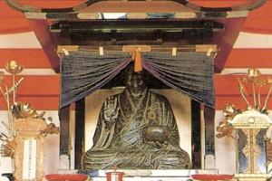 聖一国師石像