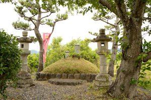 井伊直親の墓
