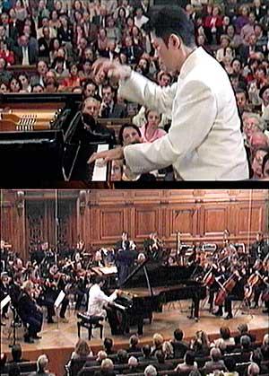 2002 パリ・ソルボンヌ大学にてラヴェルのピアノ協奏曲を演奏